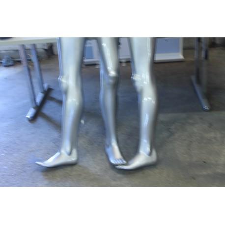 Hopeiset mallinuken jalat